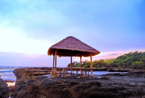 Pendopo-Pantai-Cicalobak